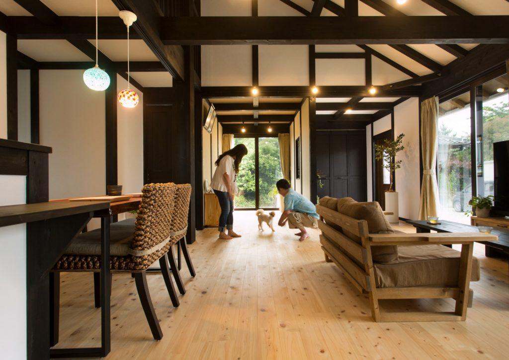 白×黒のコントラストが美しい「妖精の住まう家」画像